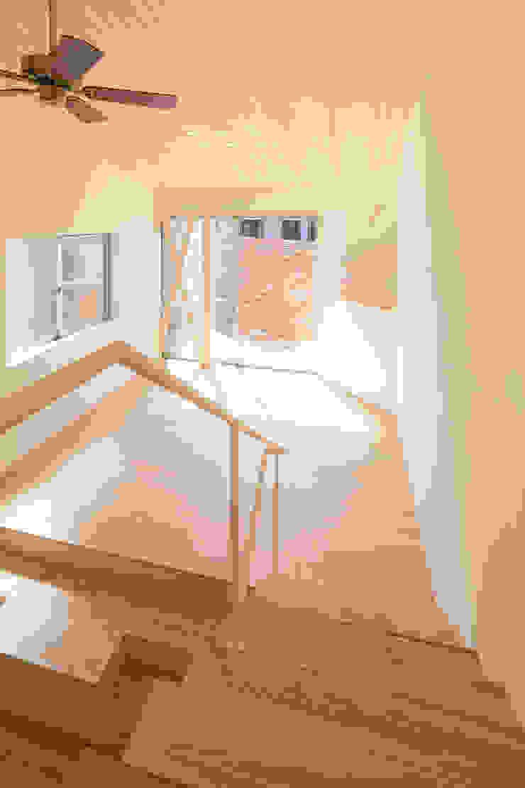 リビング モダンスタイルの 玄関&廊下&階段 の 株式会社かんくう建築デザイン モダン