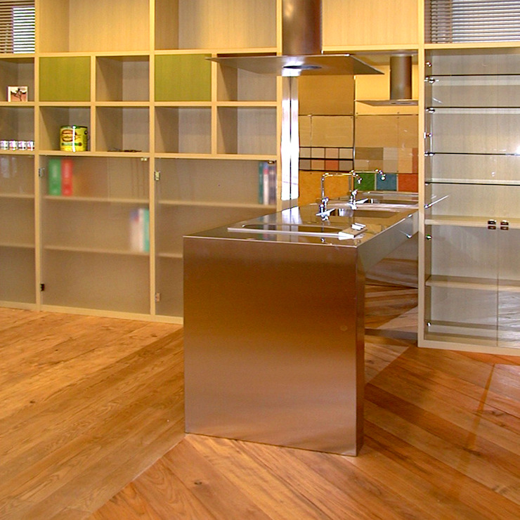 Modern kitchen by ユミラ建築設計室 Modern