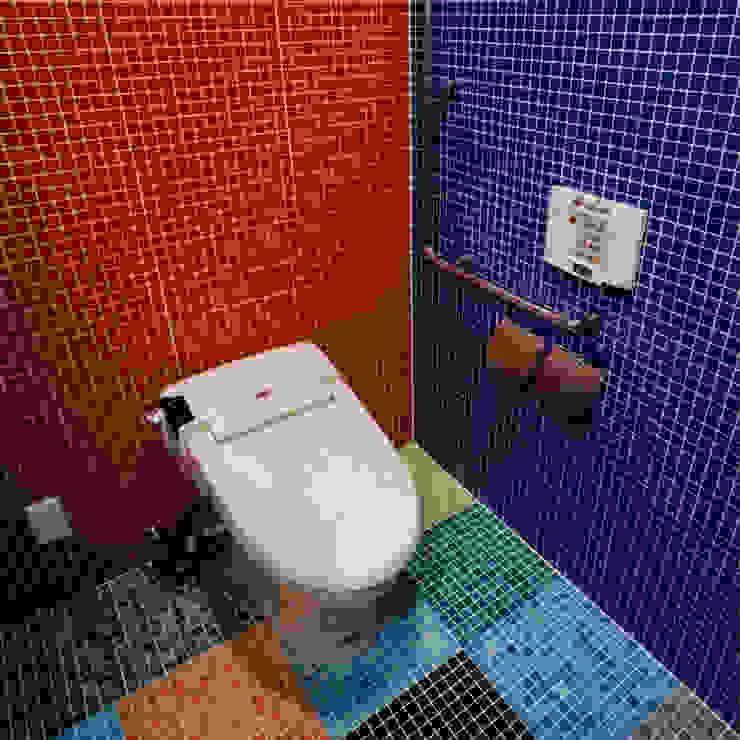 カラフルなタイルで仕上げた洗面トイレ モダンデザインの ドレッシングルーム の ユミラ建築設計室 モダン