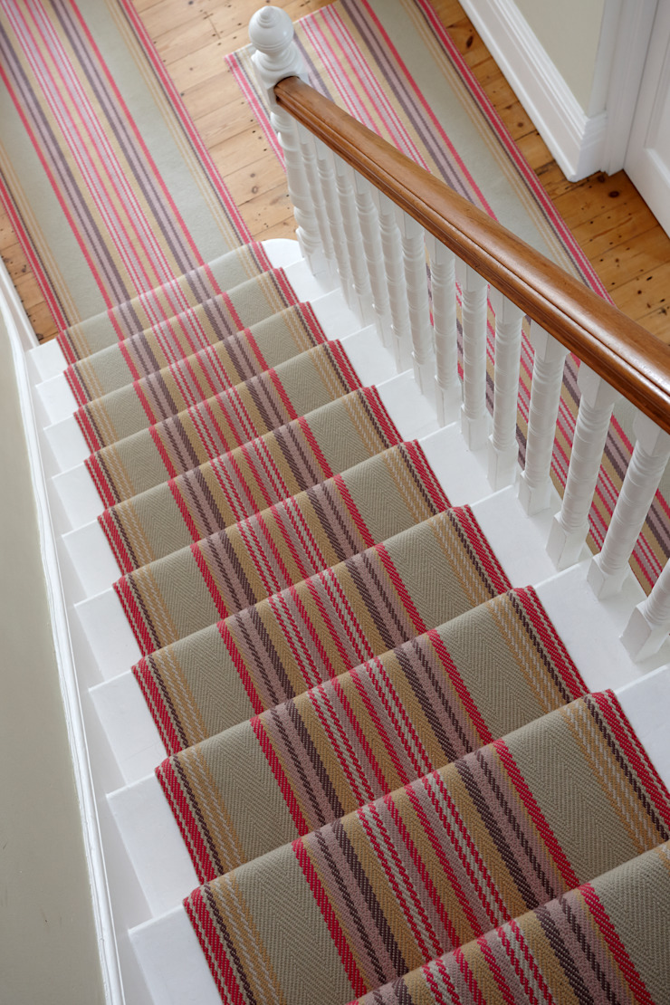 Roger Oates Chatham Mallow stair runner Roger Oates Design Pasillos, vestíbulos y escaleras modernos