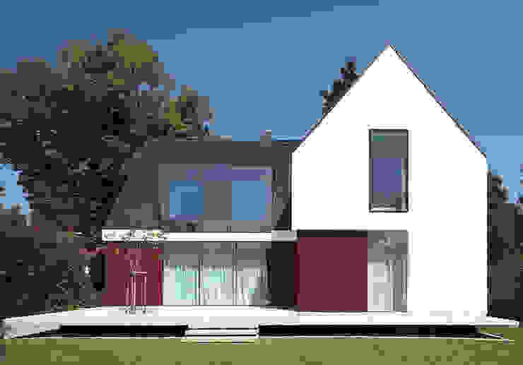 Modern Houses by KMA Kabarowski MIsiura Architekci Modern