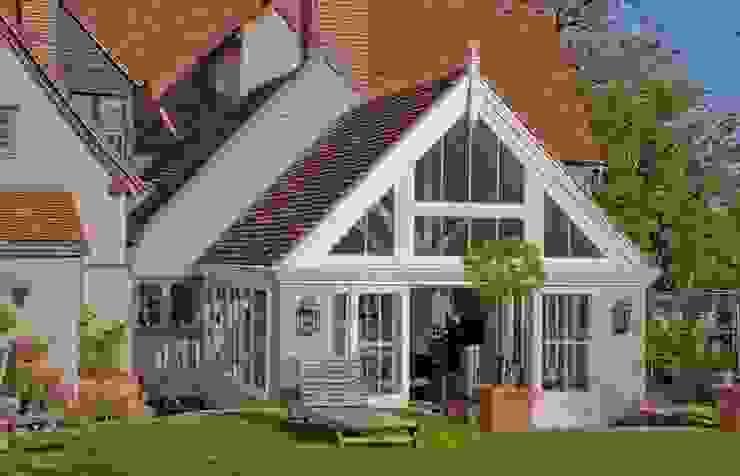 Side view extension Зимний сад в классическом стиле от Westbury Garden Rooms Классический