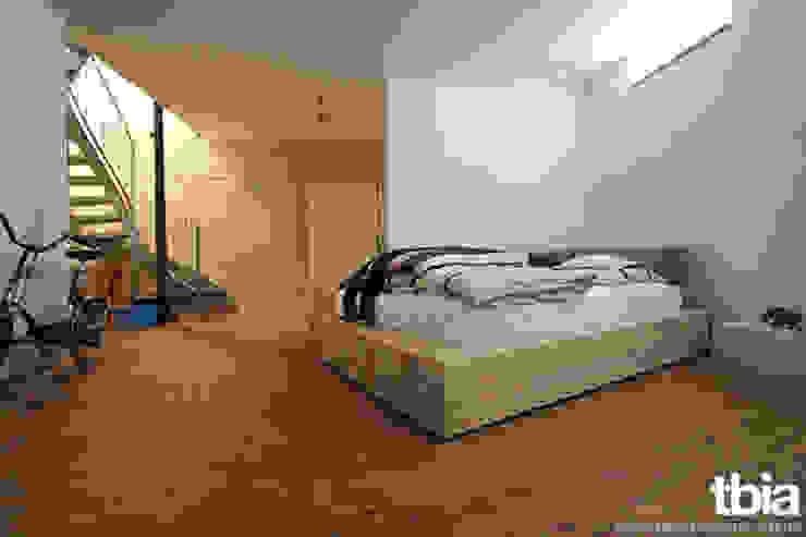tbia - Thomas Bieber InnenArchitektenが手掛けた寝室, インダストリアル