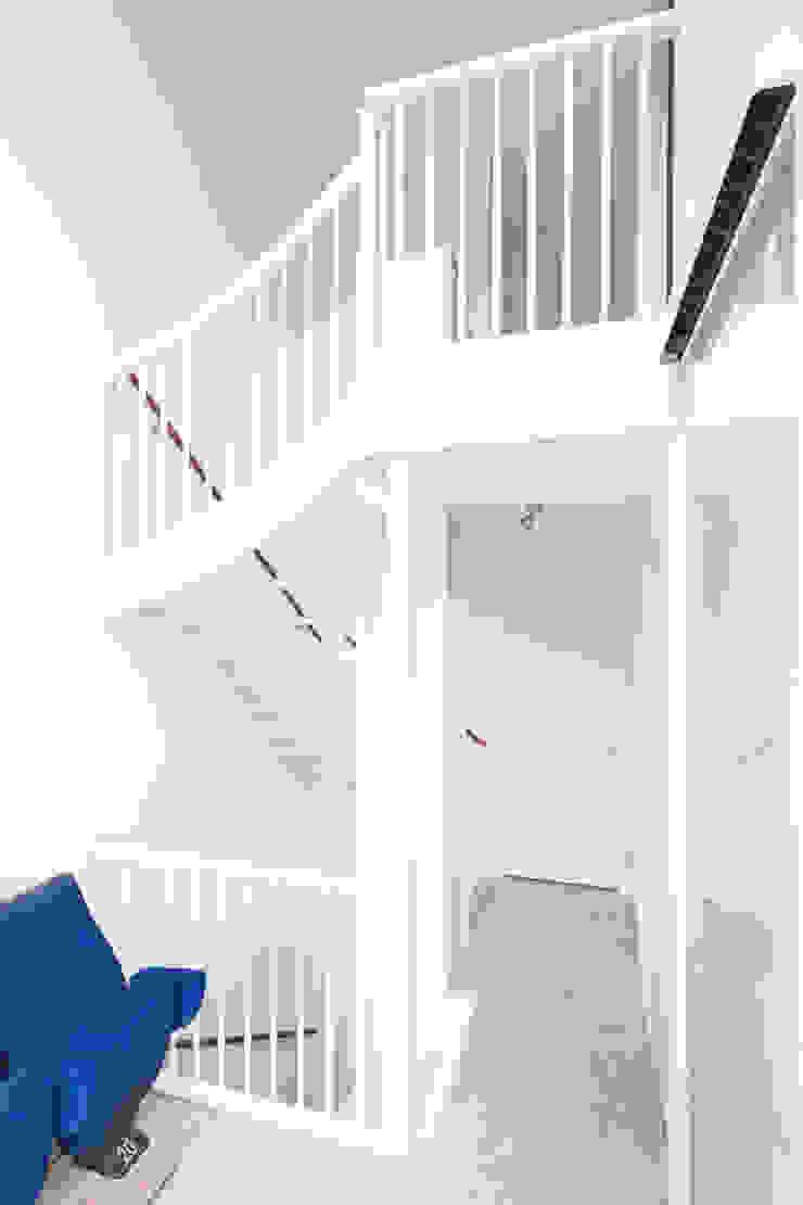 3 drive-in woningen AERDE BORGERT ARCHITECTEN Moderne gangen, hallen & trappenhuizen