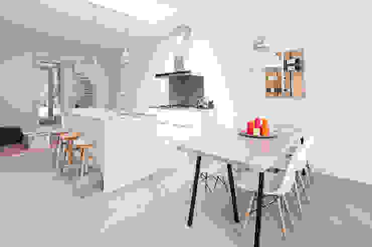 3 drive-in woningen:  Keuken door AERDE BORGERT ARCHITECTEN,