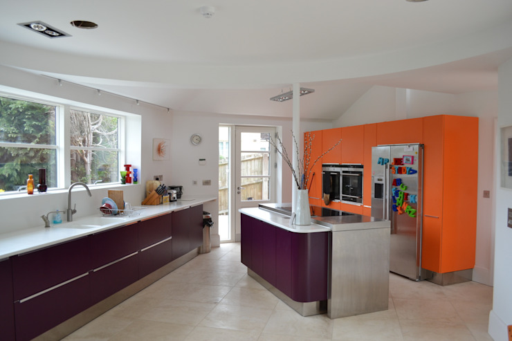 Colourful kitchen モダンな キッチン の Hetreed Ross Architects モダン