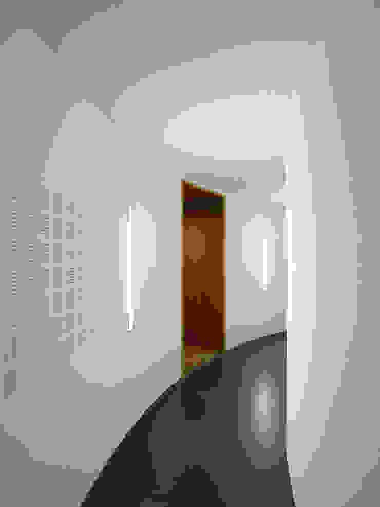 Schutterstoren Meer en Oever Moderne gangen, hallen & trappenhuizen van Paul de Vroom architecten Modern