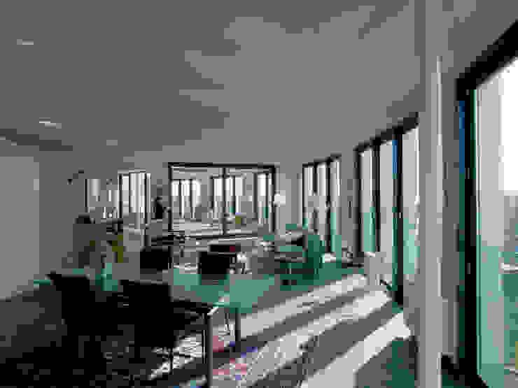 Schutterstoren Meer en Oever Moderne woonkamers van Paul de Vroom architecten Modern