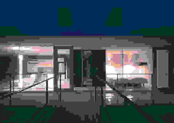 中山の住宅: アトリエ環 建築設計事務所が手掛けたテラス・ベランダです。,モダン