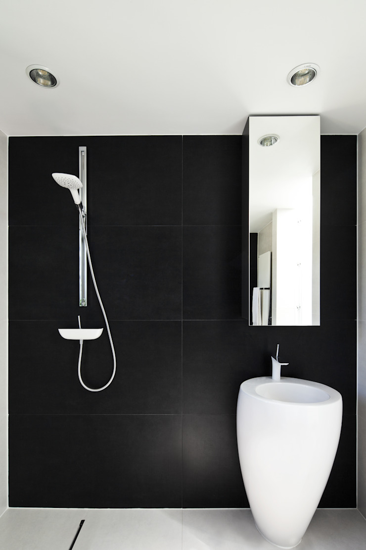 KLUJ ARCHITEKCI Modern bathroom