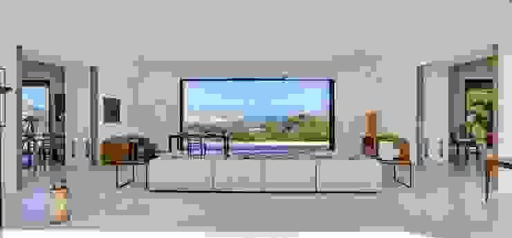 Phòng khách phong cách Địa Trung Hải bởi Meero Địa Trung Hải