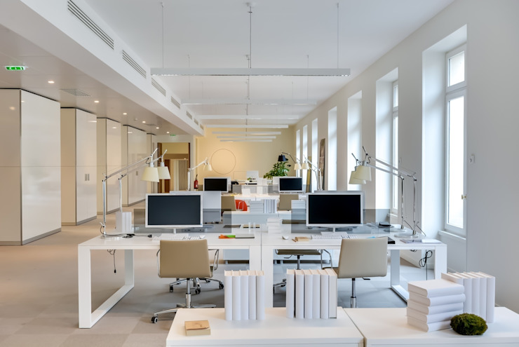 Modern Study Room and Home Office by Meero Modern