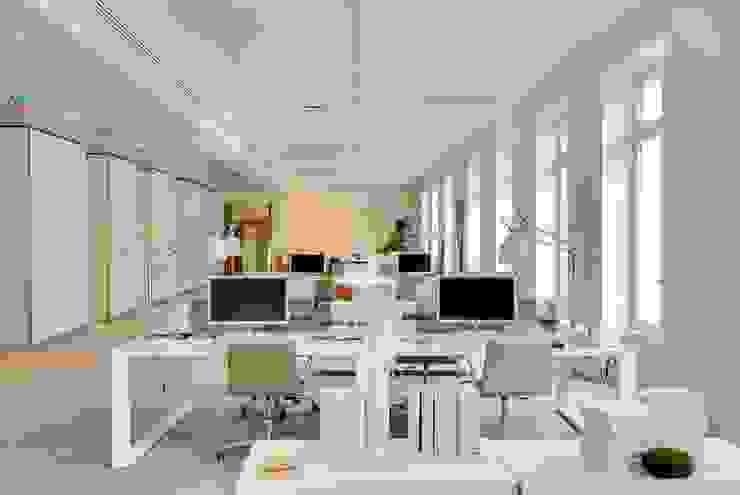 Bureaux d'architectes Bureau moderne par Meero Moderne