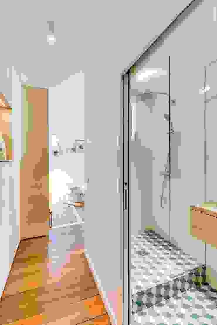 現代浴室設計點子、靈感&圖片 根據 Meero 現代風
