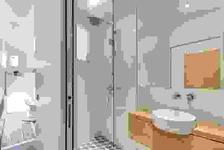 Appartement parisien Salle de bain moderne par Meero Moderne