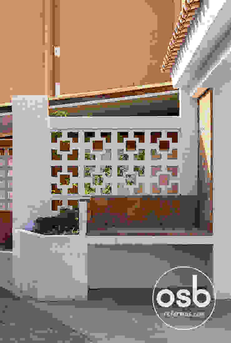 Paellero cubierto de ladrillo refractario. Balcones y terrazas de estilo mediterráneo de osb arquitectos Mediterráneo