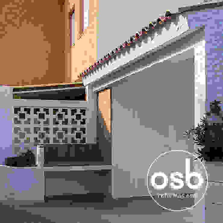 Porche Balcones y terrazas de estilo mediterráneo de osb arquitectos Mediterráneo