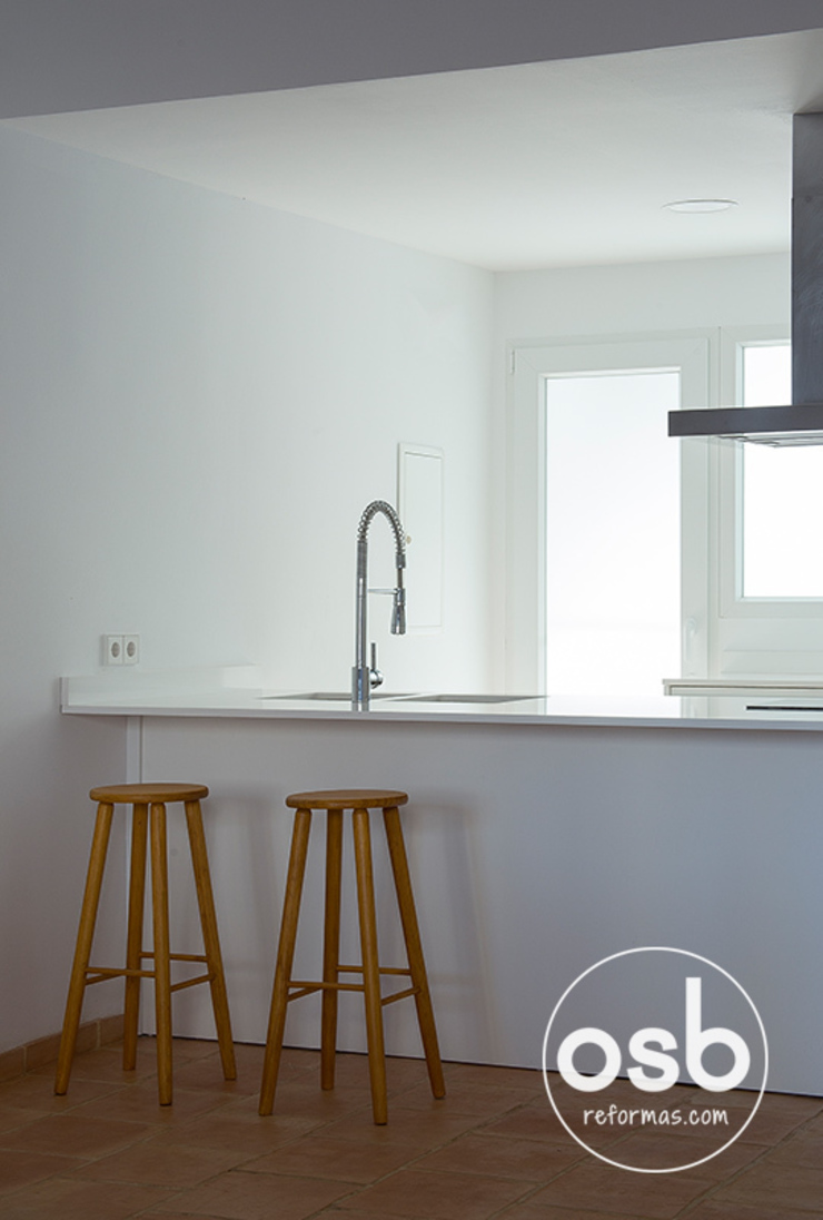 Barra de la cocina Cocinas de estilo moderno de osb arquitectos Moderno