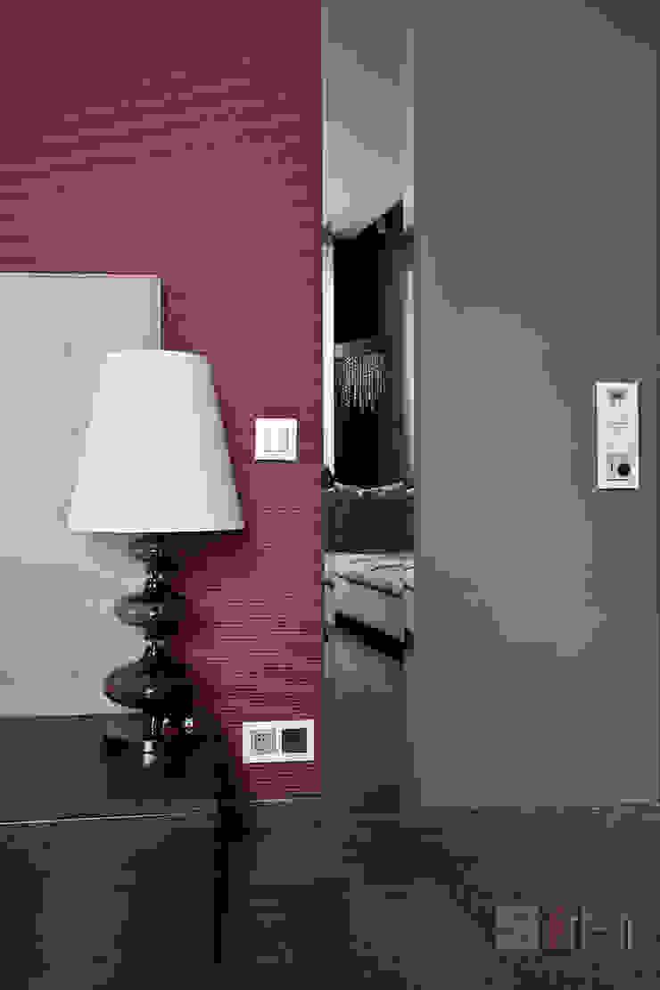 Modern Living Room by Art-In Modern