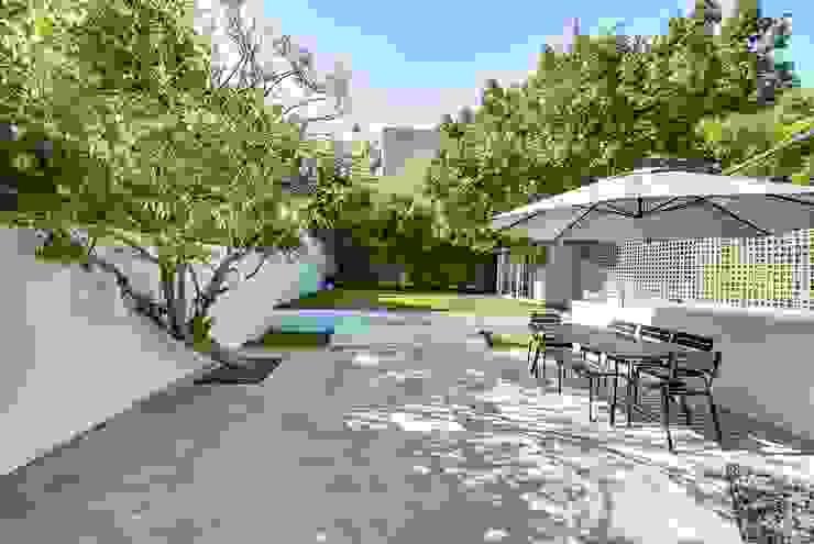 Modern garden by Meero Modern