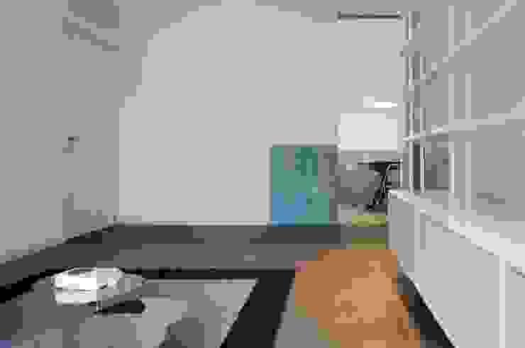 Moderne Wohnzimmer von na3 - studio di architettura Modern Holz Holznachbildung