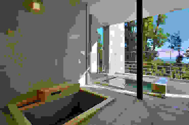Baños de estilo moderno de アトリエ環 建築設計事務所 Moderno