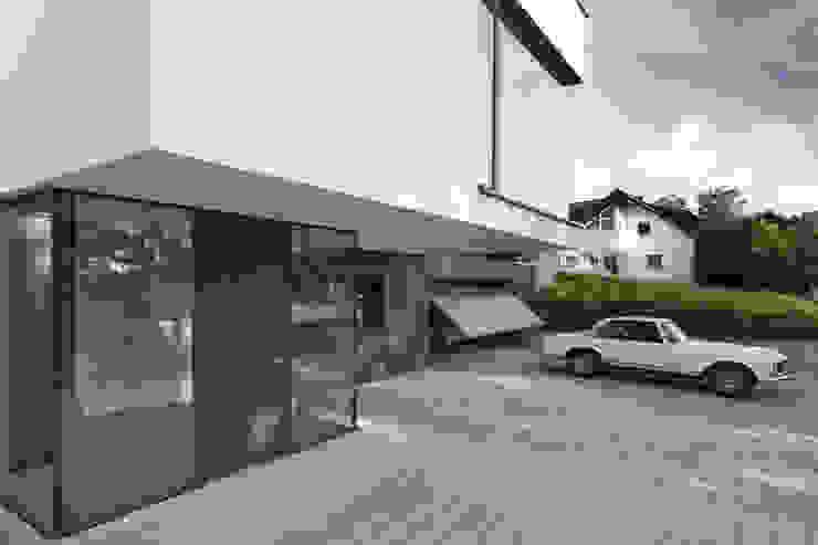 Haus F1 Moderne Garagen & Schuppen von Architekturbüro Peter Fischer Modern