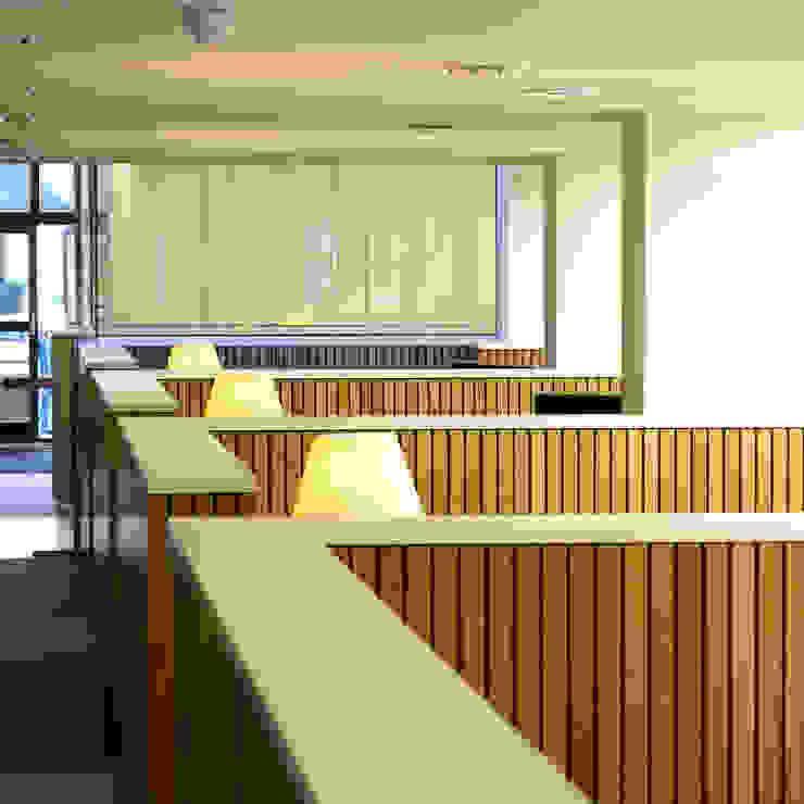 overzicht half-open bespreekplekken Moderne kantoorgebouwen van Burobas Modern