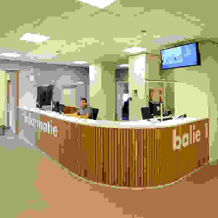 informatiebalie en balie 1 Moderne kantoorgebouwen van Burobas Modern