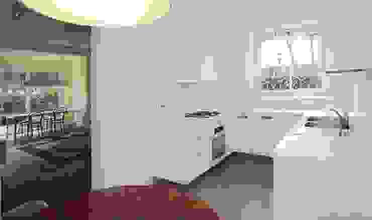 Moderne Küchen von na3 - studio di architettura Modern Holz Holznachbildung