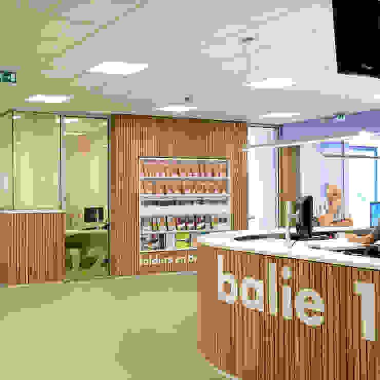 balie 1 en gesloten bespreekplek Moderne kantoorgebouwen van Burobas Modern