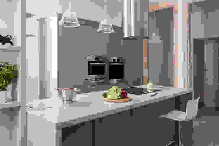Apartament na Mokotowie: styl , w kategorii Kuchnia zaprojektowany przez Jacek Tryc-wnętrza,Eklektyczny
