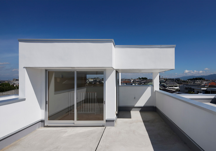 Modern style balcony, porch & terrace by 内田雅章建築設計事務所 Modern