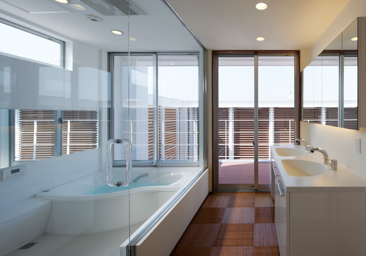 Eclectic style bathroom by 内田雅章建築設計事務所 Eclectic