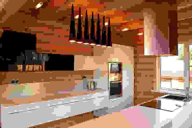 Cocinas de estilo rústico de студия архитектуры и дизайна 'Риц' Rústico