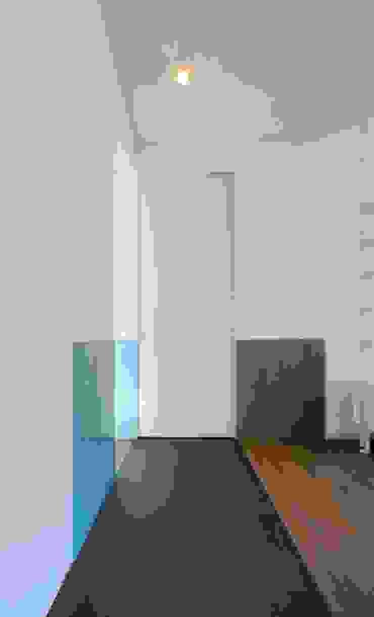 Couloir, entrée, escaliers modernes par na3 - studio di architettura Moderne Verre