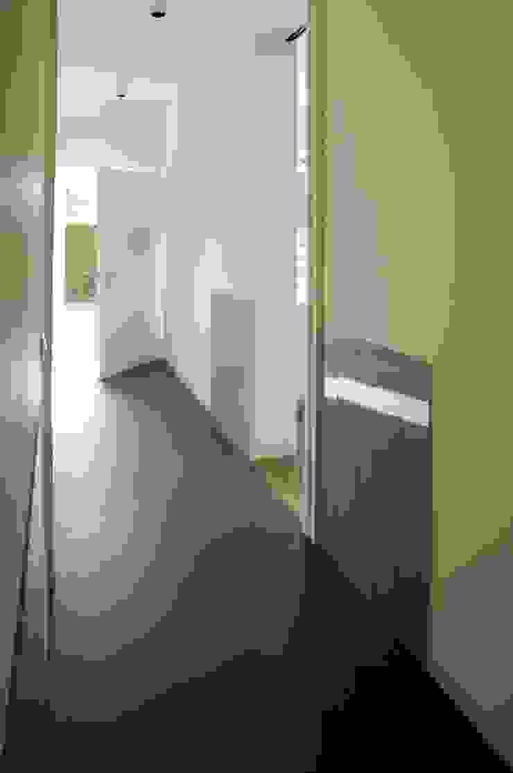 Moderner Flur, Diele & Treppenhaus von na3 - studio di architettura Modern Glas