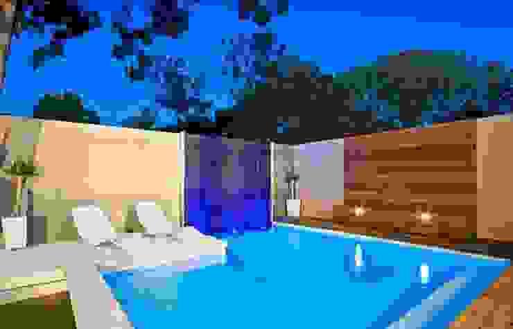 Alberca exterior Piscinas de estilo clásico de TADI Taller de arquitectura y diseño Clásico