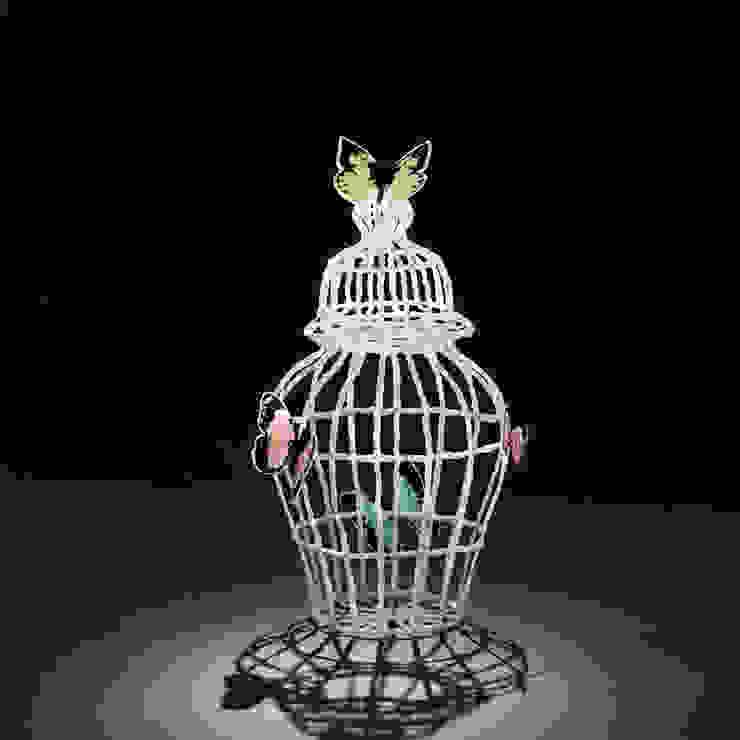 Butterfly 35cm: modern  door Studio Sebastiaan Straatsma, Modern