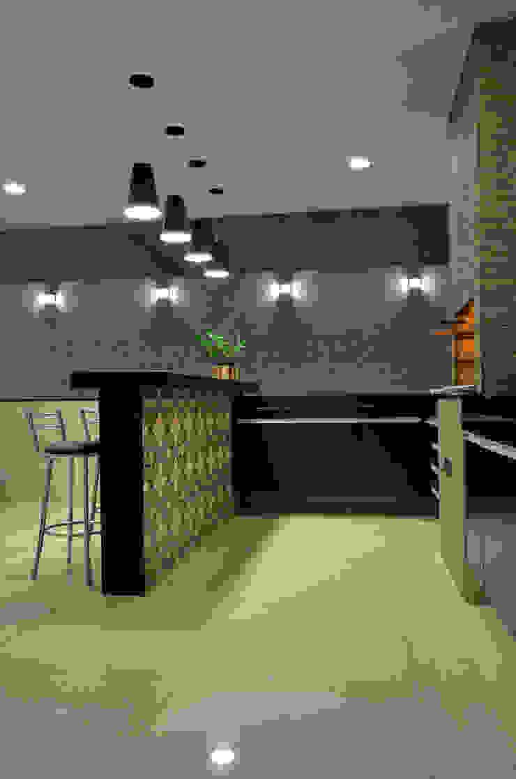 Área Externa Cozinhas modernas por Impelizieri Arquitetura Moderno