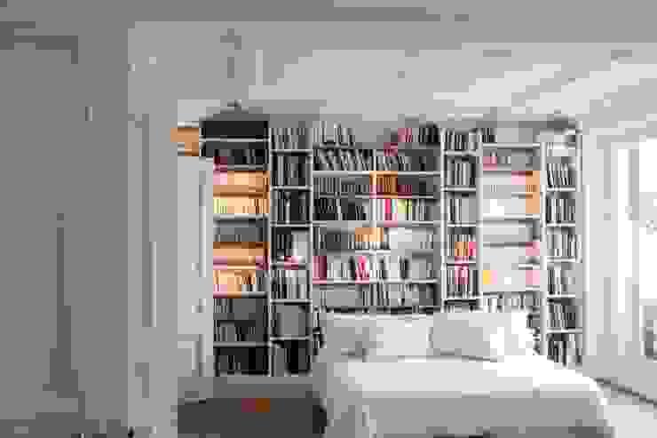 Chambre Chambre moderne par MATHILDE BRETILLOT CREATIONS Moderne