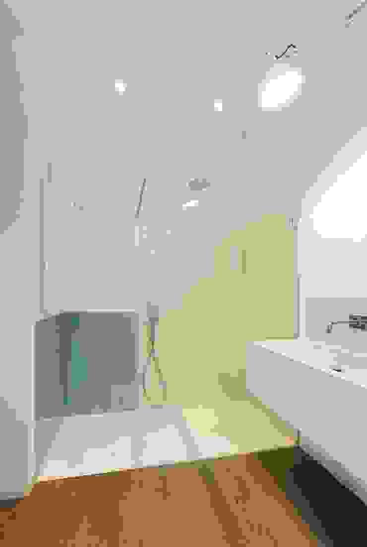 Moderne Badezimmer von na3 - studio di architettura Modern Glas