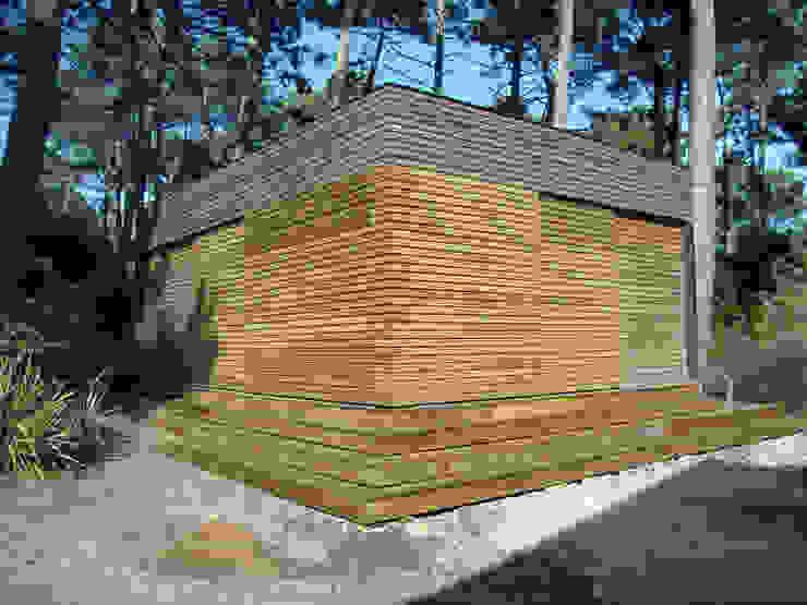 Maison volets fermés Maisons modernes par Clemence de Mierry Grangé Moderne