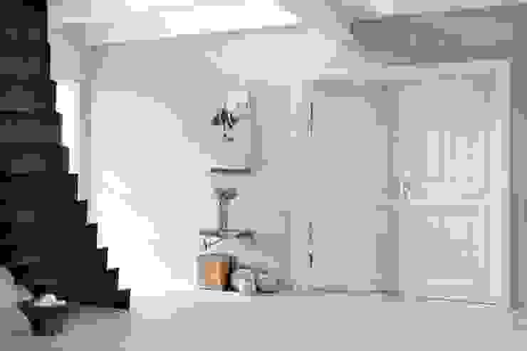 Modern Corridor, Hallway and Staircase by raphaeldesign Modern