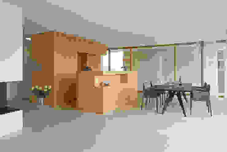 Dining room by Rossetti+Wyss Architekten