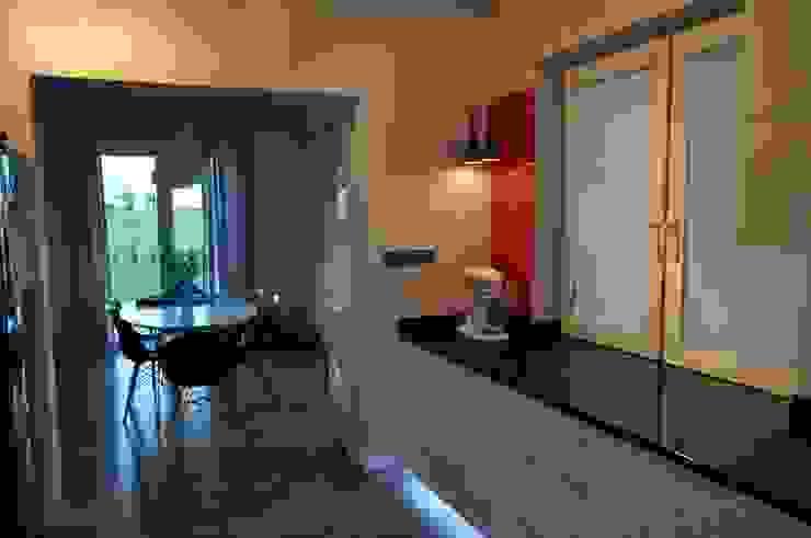 Modern kitchen by Perfect Home Modern