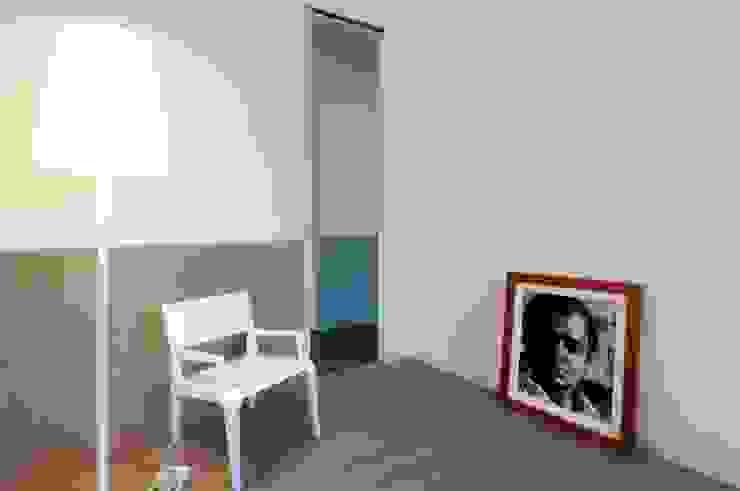 Bureau moderne par na3 - studio di architettura Moderne Bois Effet bois