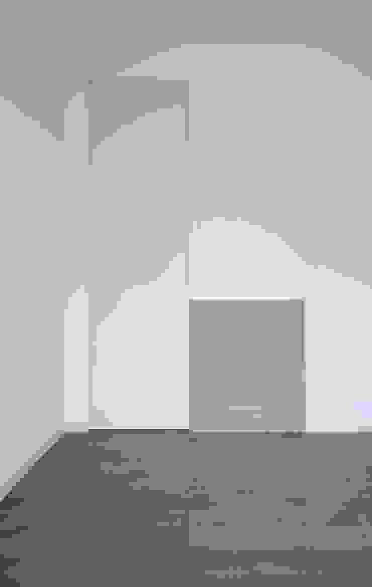 Chambre moderne par na3 - studio di architettura Moderne Bois Effet bois