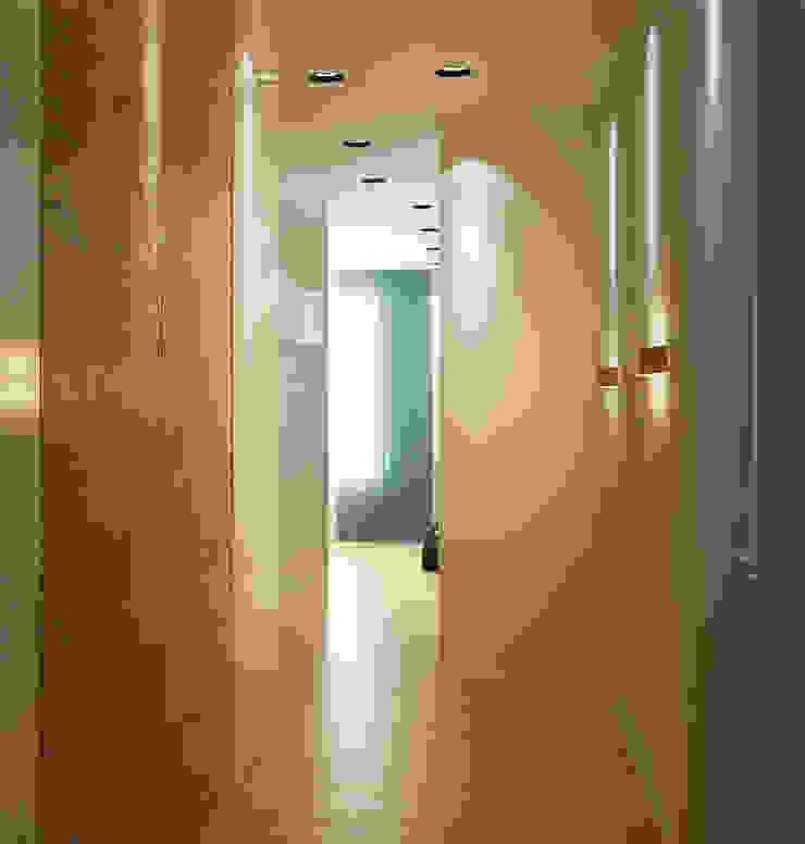 new feature Коридор, прихожая и лестница в стиле минимализм от Nox Минимализм