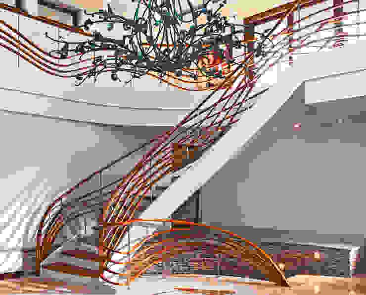 Modern corridor, hallway & stairs by Trąbczyński Modern